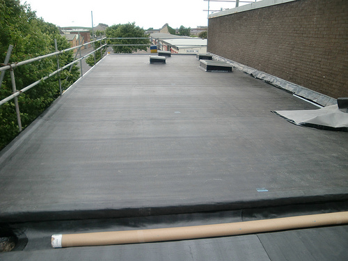 Flat Roof Installation : Rubber roofing how to install on a flat roof